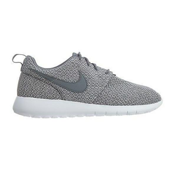 NWT Nike Roshe One Platinum Grey NWT
